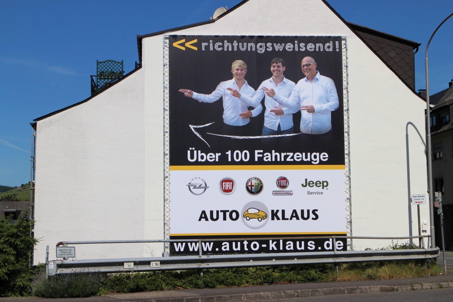 Auto Klaus Zell Mosel Aussenwerbung an Wand